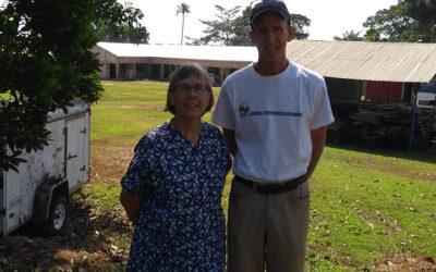Jon en Anja Erickson dopen nieuwe gelovigen in Guinee