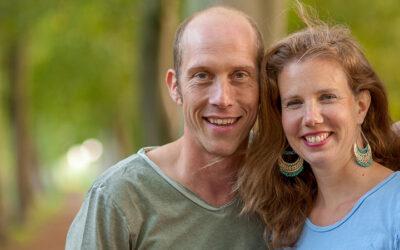Directeur Boudewijn bezoekt kersverse zendelingen Peter en Annie Verhoef