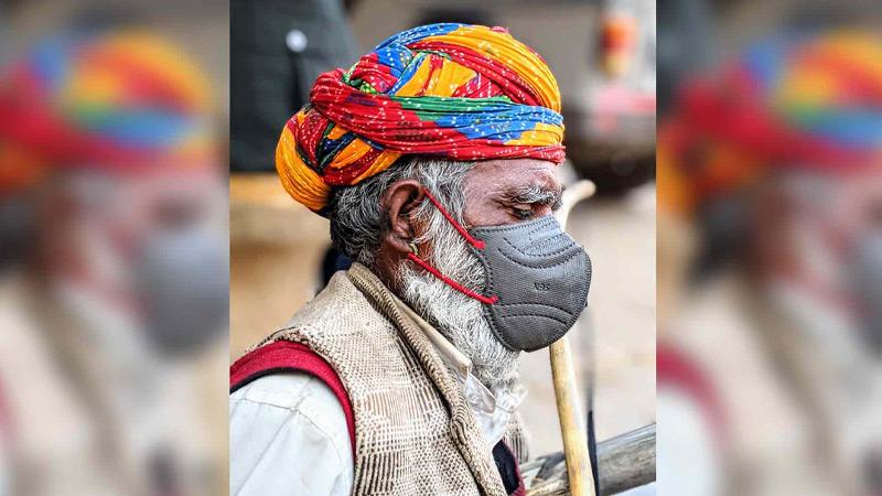 India man met mondmasker