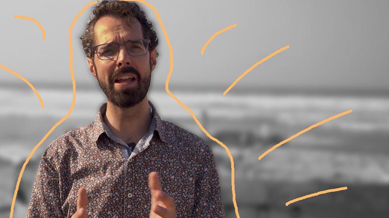 Jan Kieviet met strand op achtergrond