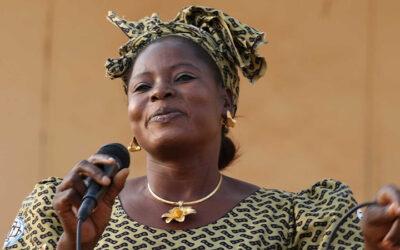 Geef het door: Senegalese vrouw verbrandt bergen amuletten en vindt Jezus