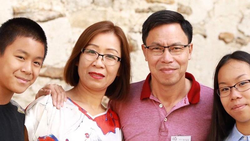 Zendelingen Liem en Ha samen met dochter en zoon
