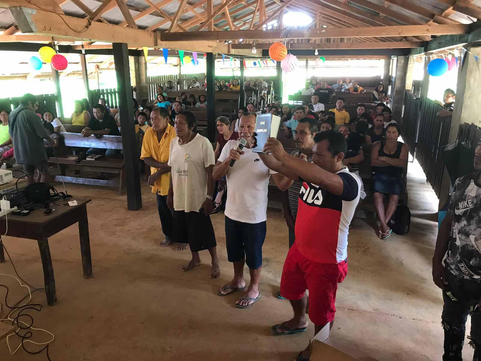 Feest Wayana Bijbel Suriname