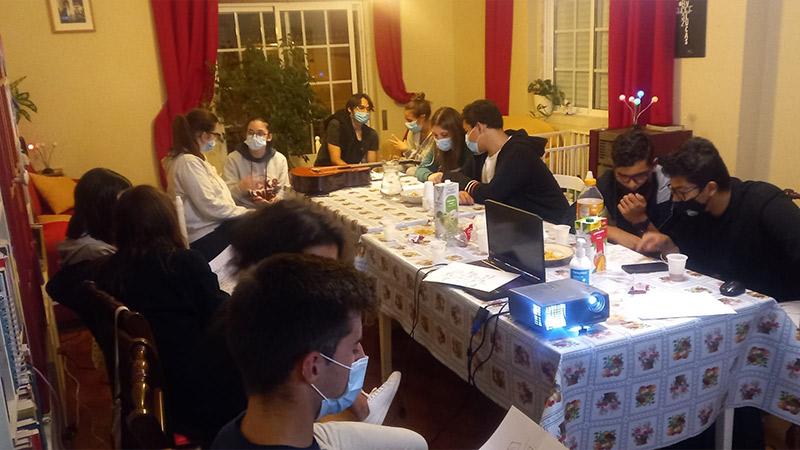 Youth Alpha in woonkamer Portugal met jongeren